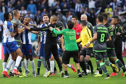 """Liga dos Campeões: FC Porto x Sporting """"title ="""" Liga NOS: FC Porto x Sporting """"/> </div> <div class="""