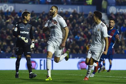 355b0b5185 Benzema e o papel secundário  «Eu jogava de acordo com o Cristiano ...