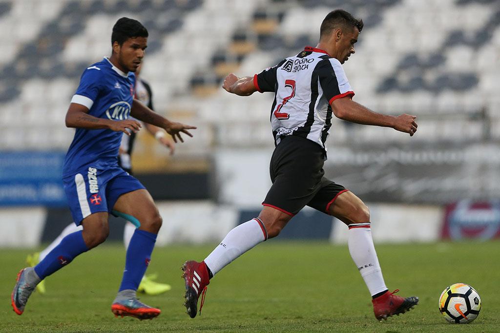 """O mercado a escaldar: Arrebentou a """"Bomba"""" em São Martinho e outras novidades do futebol distrital"""