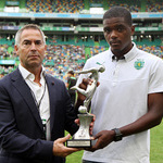 William Carvalho recebe pr�mio do SJPF