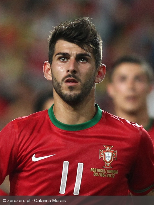 The 26-year old son of father (?) and mother(?), 186 cm tall Nelson Oliveira in 2017 photo
