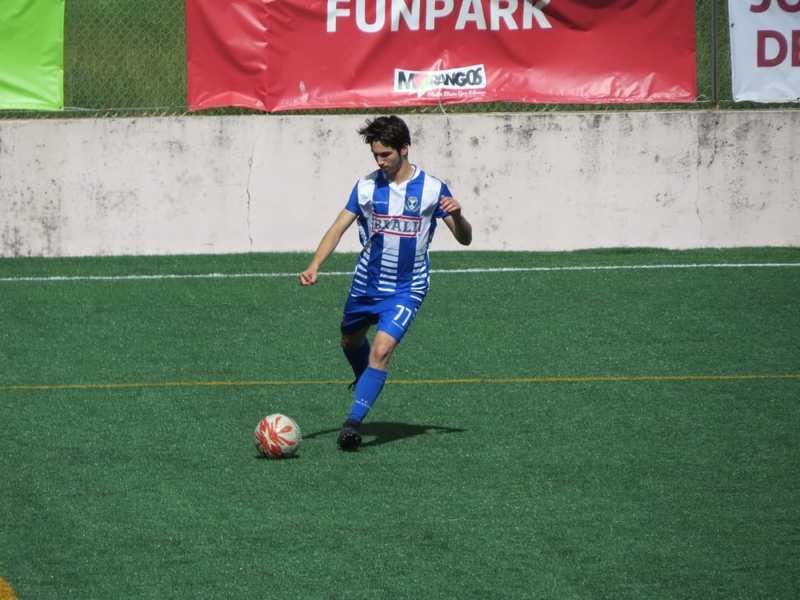 O mercado a escaldar: Oliveira do Douro recruta jovem goleador