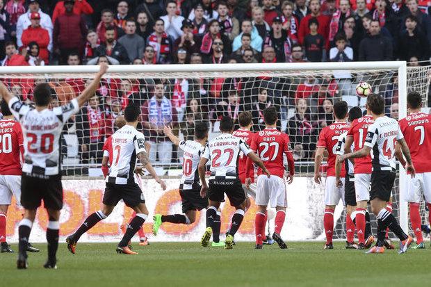 Jonas convocado à condição pelo Benfica para receção ao Boavista