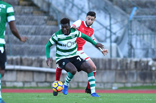 Dalot, Carvalho e Leão na lista de Rui Jorge