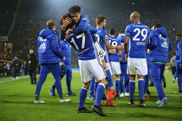 Schalke vence o Dortmund e consolida vice-liderança