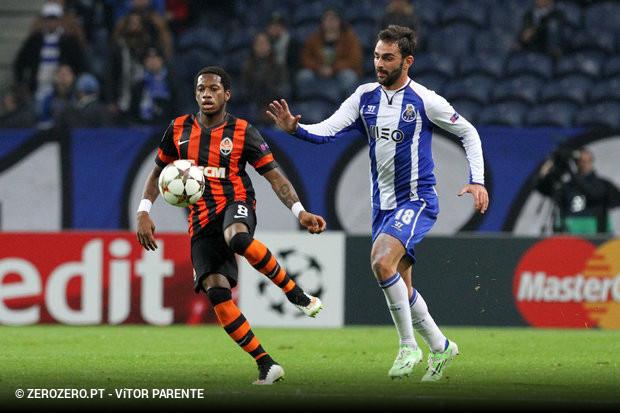 8f017a00b6 Andrés Fernandez e Adrián López não vão voltar a jogar com a camisola do FC  Porto na Liga dos Campeões esta temporada
