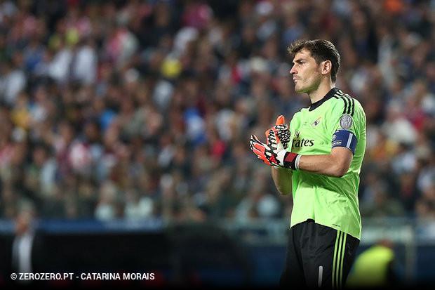 A capa do jornal Marca desta terça-feira tem Casillas em grande destaque e  a explicação de um negócio que pode ser fechado brevemente com o FC Porto. 8eb1702b6cef4