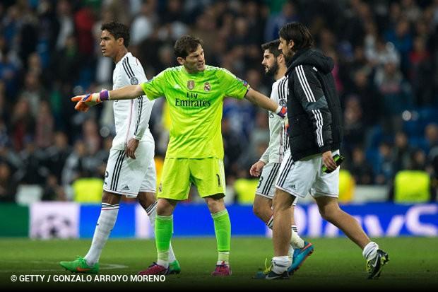 Os azuis e brancos completaram a oficialização de Iker Casillas como  reforço para as próximas duas épocas e57020668cb3e