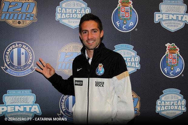 5453394975 João Moutinho pode estar de saída do Monaco e o FC Porto está a ser  apontado como um dos destinos do médio internacional português.