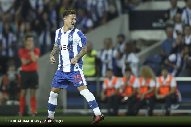 f03bf640ba A UEFA considera que Otávio será a «grande estrela» do FC Porto nos  próximos tempos. Os adeptos andam encantados da vida com o camisola 25 e o  zerozero ...