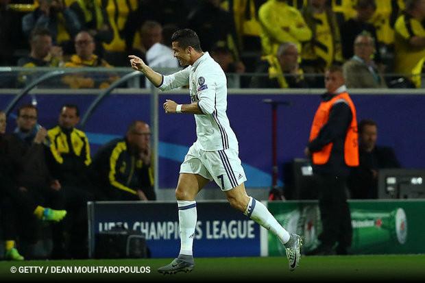 Foi mais um dia histórico para Cristiano Ronaldo. O internacional português  apontou três golos este sábado fa463e86d7693