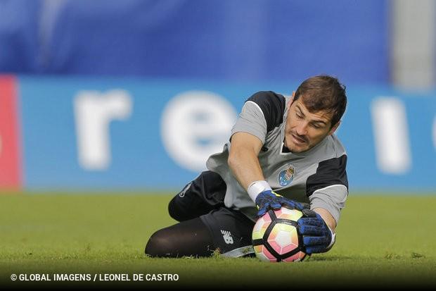 Iker Casillas  «Sentimo-nos algo prejudicados com as arbitragens ... dd4dd993442f7