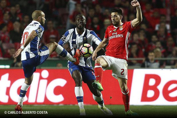 88141a77e7 A expectativa era grande para perceber se havia dança de cadeiras na  liderança da Liga NOS. Benfica e FC Porto protagonizavam o jogo de cartaz  da 27.