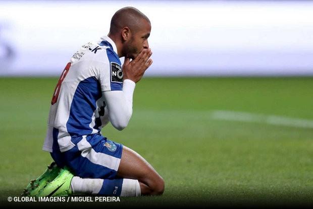 3fa71aa0a9 O argelino Yacine Brahimi recebeu um castigo de dois jogos na sequência da  expulsão no encontro com o Sporting de Braga