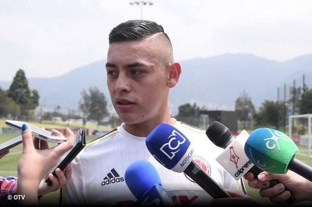 a746e3addc O avançado de 17 anos Santiago Barrero chegou ontem a Lisboa para realizar  exames médicos e assinar contrato com o Benfica