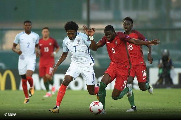 Portugal não foi feliz na final do Campeonato da Europa de Sub-19. A equipa  de Hélio Sousa 42b2dfcffc3b5