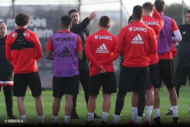 O Benfica iniciou esta terça-feira a preparação para o duelo com o  Feirense 6ca63f3dc0cbe