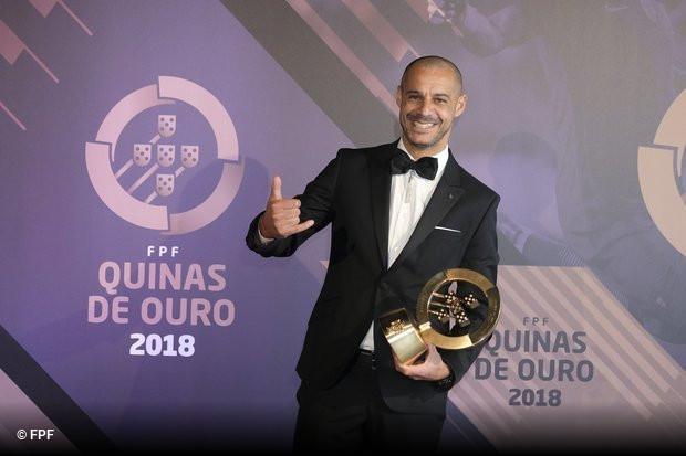 e1f3f005a7 Madjer foi novamente o eleito para melhor jogador do ano de futebol praia