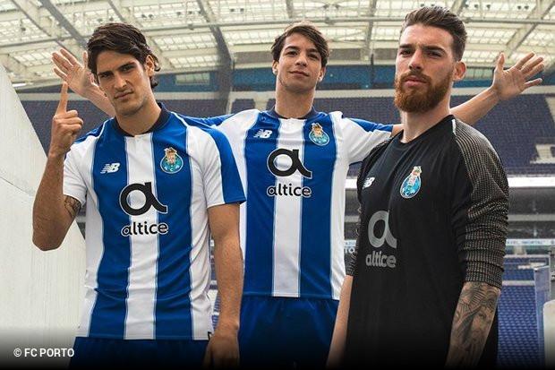 50872f057 Ao longo dos últimos dias o FC Porto apresentou os três equipamentos que  vai utilizar na temporada 2018 19. Enquanto o azul e branco se manteve na  camisola ...