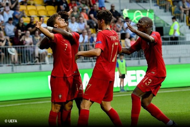 Lembram-se do minuto 109´  Martelo junta-se a Éder e Portugal ganha ... 1e87af3bb2de4