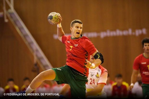 A Seleção portuguesa de Sub-18 entrou no Torneio Scandibérico com uma  derrota por 27x28 frente à congénere Espanha. Na outra partida do dia 18e520ded560c