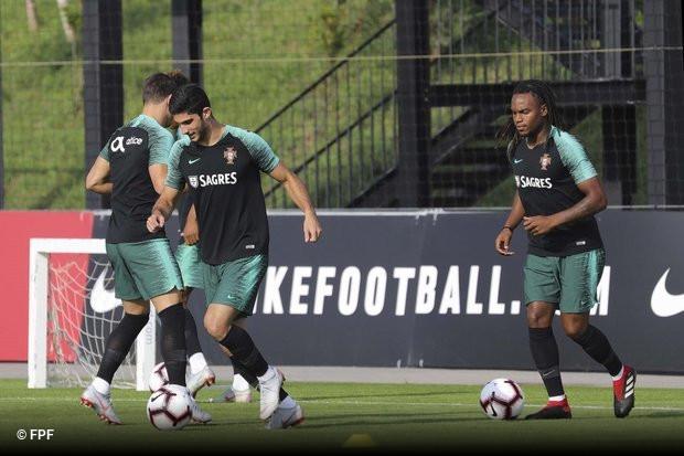 O facto de Gonçalo Guedes não ter jogado qualquer minuto pela seleção  nacional não caiu bem em Valência aefdeec830c15
