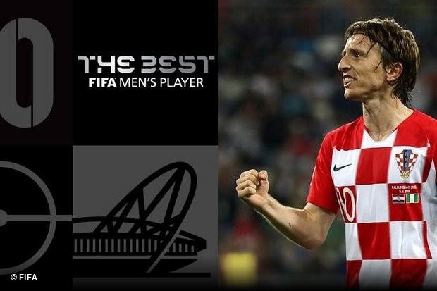31b0f69adc Luka Modric sucede a Cristiano Ronaldo como melhor jogador do ano para a  FIFA