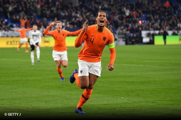 Uma recuperação impressionante da Holanda frente à Alemanha deu o apuramento  à seleção de Ronald Koeman f4633a98d77ad