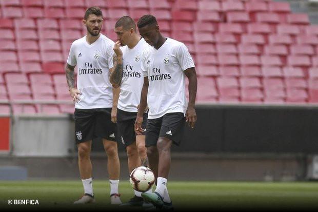 O Benfica está a ter dificuldades em convencer os avançados Facundo  Ferreyra e Nicolás em Castillo em aceitar as soluções propostas para o  futuro. 4aa75d3f8a06d