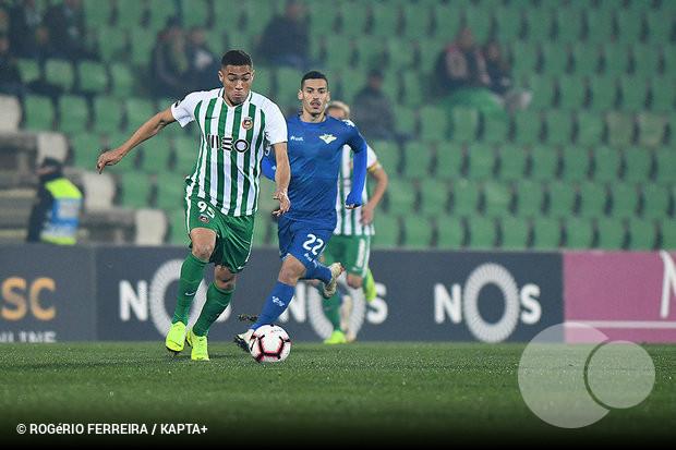 O nome de Carlos Vinícius continua a ser apontado de forma insistente ao FC  Porto a9dbd5189a376