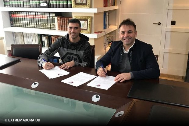 465d7149b4 José Antonio Reyes junta-se a Diego Capel na II divisão espanhola ...