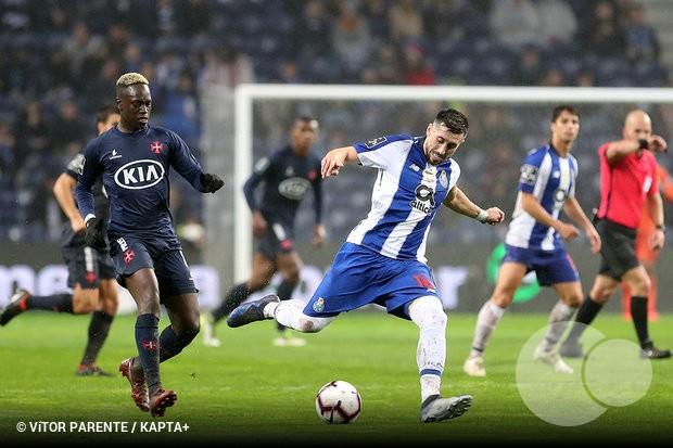 Herrera entrou nos últimos seis meses de contrato com o FC Porto (termina  em junho) e continua a despertar a atenção de vários clubes. 43aba758bcd5d