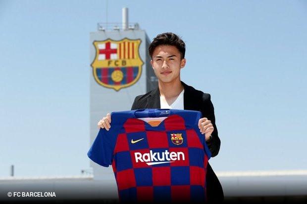 http://www.zerozero.pt/wimg/n256399b/barcelona-confirmou-contratacao-de-jovem-japones-com-uma-cla.jpg