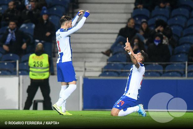 Melhor guarda redes e melhor defesa do mês são do FC Porto